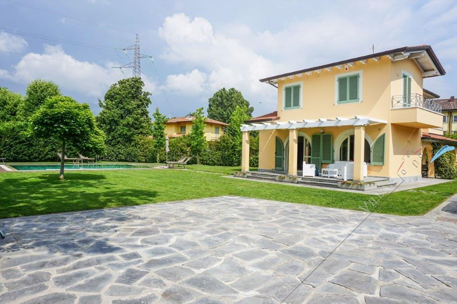 Villa Kathleen Forte  detached villa for sale Forte dei Marmi