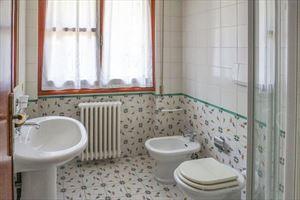 Villa Balilla : Bagno con doccia