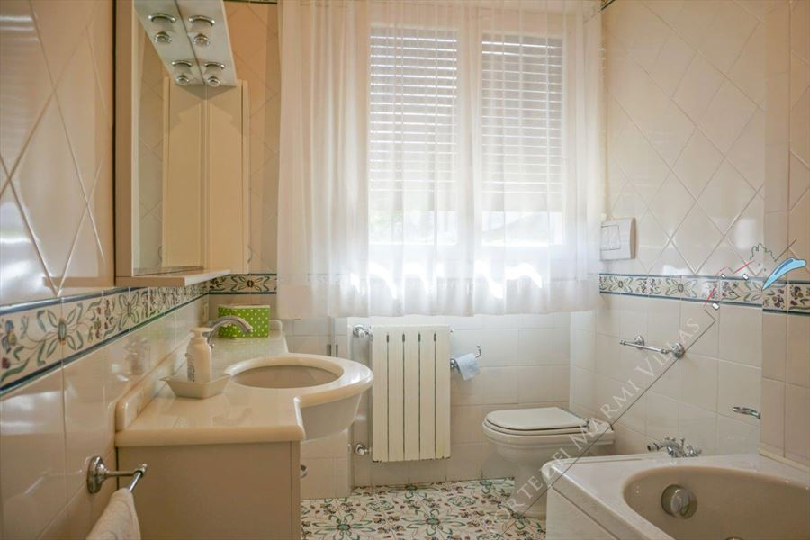 Villa Barbara : Bathroom with tube