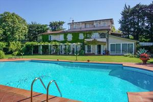 Villa Massarosa: Detached villa Massarosa