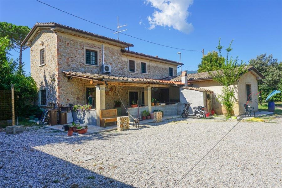 Villa Countryside Pietrasanta - Detached villa For Sale Pietrasanta