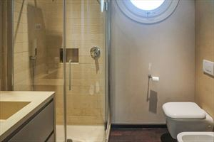 Villa Patrizia : Bathroom with shower