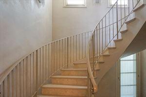 Villa Patrizia : мраморная лестница