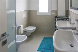 Attico Gilda : Ванная комната с душем