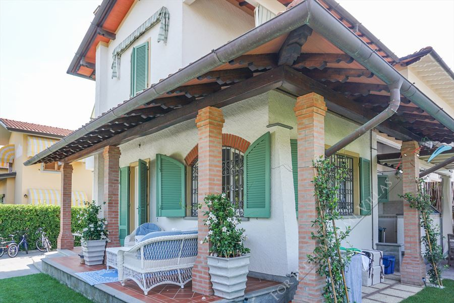 Villa Tiffany semi detached villa to rent Forte dei Marmi