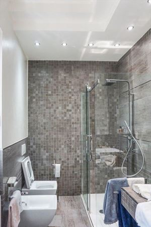 Villa Tiffany : Bathroom with shower
