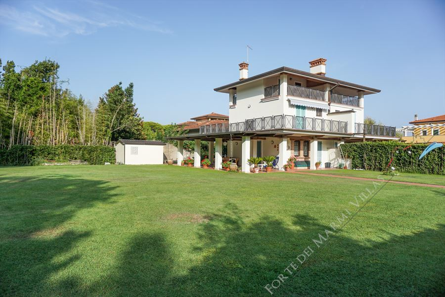 Villa Prato Verde semi detached villa to rent and for sale Forte dei Marmi