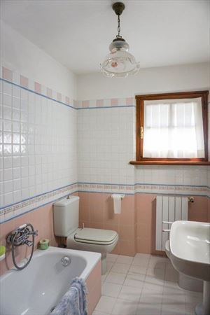 Villa Prato Verde : Bathroom with tube