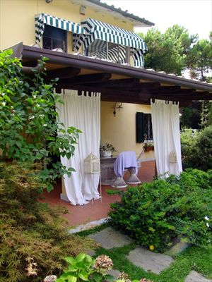 Villa  Ronchi Mare : Outside view