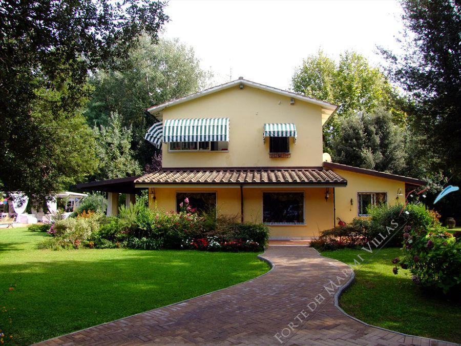 Villa  Ronchi Mare : Vista esterna