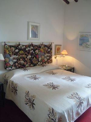 Villa Verde Fiore : спальня с двуспальной кроватью