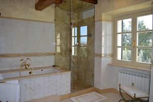 Villa Signora : Bathroom with tube