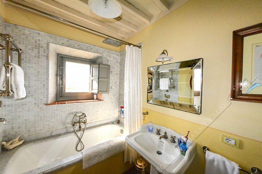 Villa Unique : Bagno con vasca