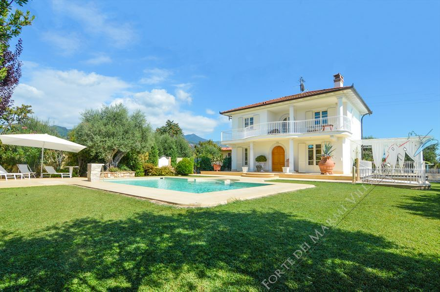 Villa Orchidea detached villa to rent and for sale Forte dei Marmi