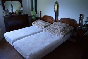 Villa Capriglia : спальня с двуспальной кроватью