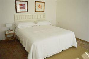 Appartamento Bianco Fiore : спальня с двуспальной кроватью