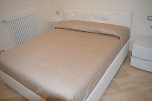 Villa Bianca : спальня с двуспальной кроватью