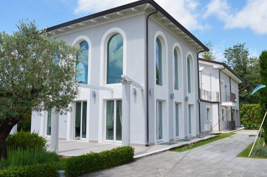 Villa Monet : Outside view