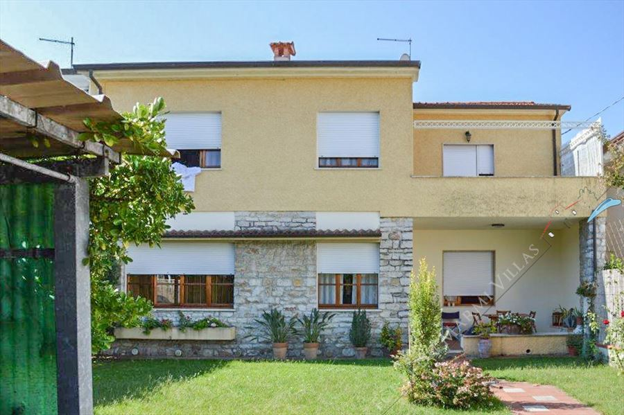 Villa Grazia semi detached villa to rent and for sale Forte dei Marmi