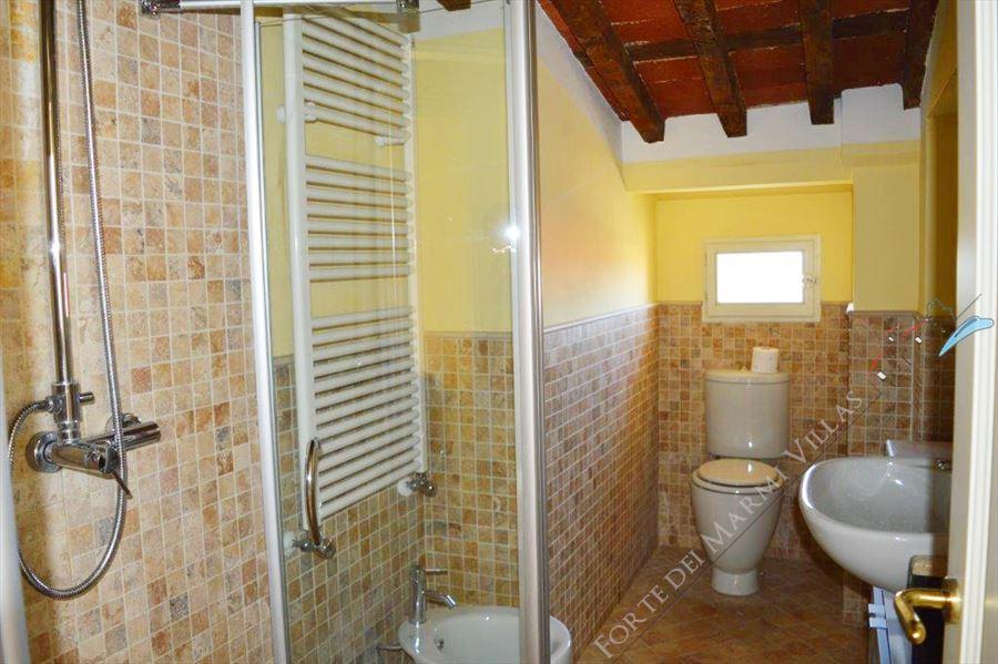 Appartamento Pietrasantese : Bagno con doccia