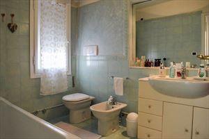 Villa Grazia : Ванная комната с ванной