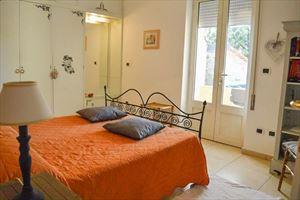 Villa Grazia : спальня с двуспальной кроватью
