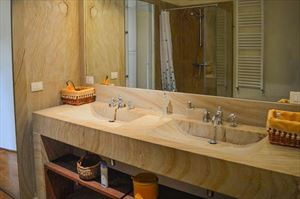 Villa Botero : Bathroom with shower