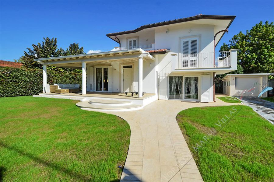 Villa Musa detached villa to rent and for sale Forte dei Marmi