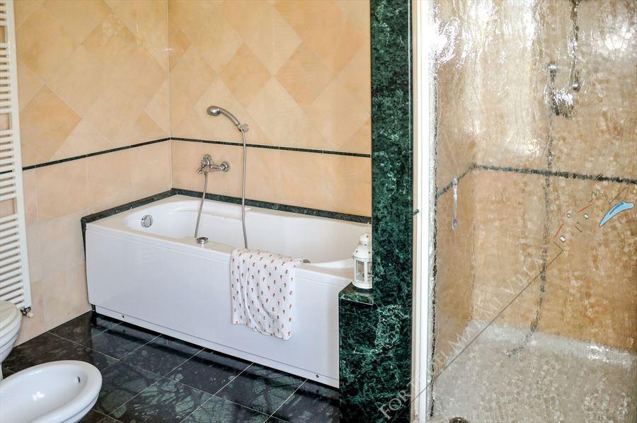 Appartamento Susina : Bathroom with tube