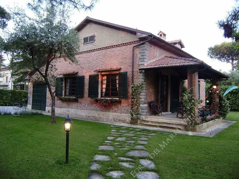 Villa  del  Parco  detached villa to rent and for sale Forte dei Marmi