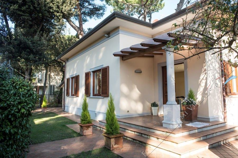 Villa Focette   detached villa to rent and for sale Marina di Pietrasanta