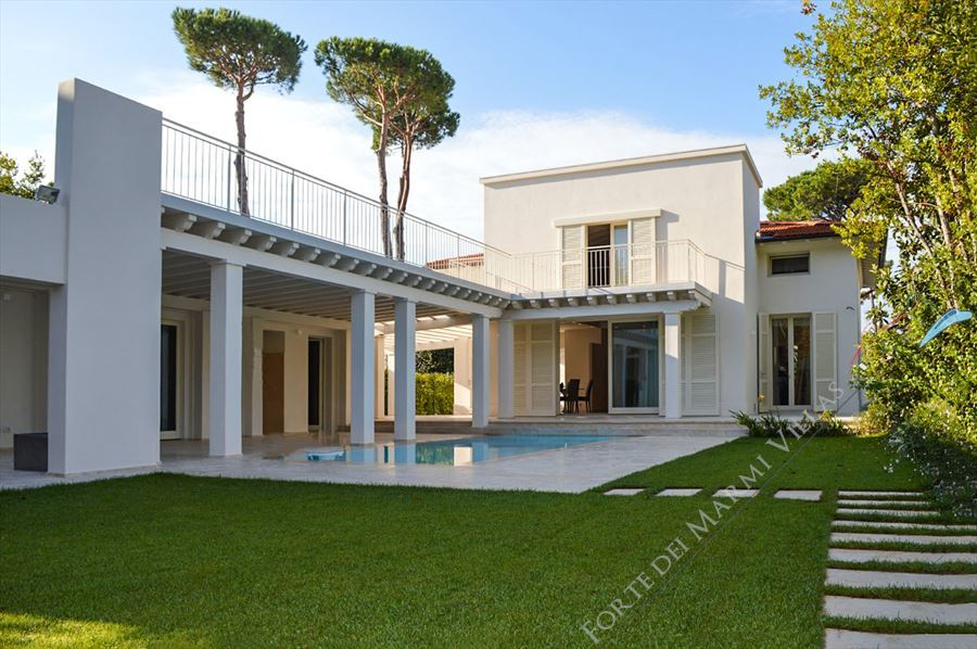 Villa Monroe detached villa to rent and for sale Marina di Pietrasanta