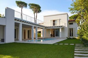 Villa Monroe : detached villa to rent and for sale Tonfano Marina di Pietrasanta