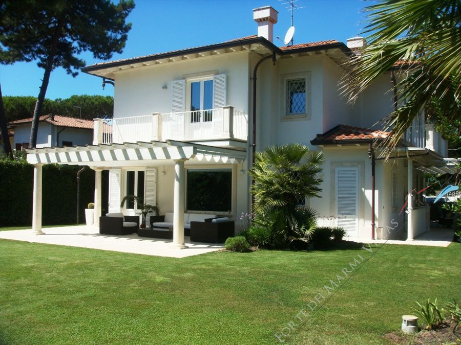 Villa Sofia detached villa to rent and for sale Forte dei Marmi
