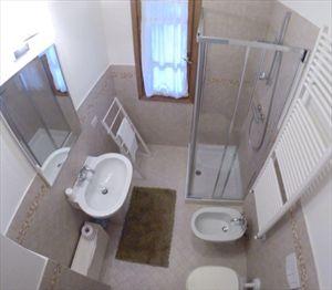 Villa Fiorella    : Bathroom with shower