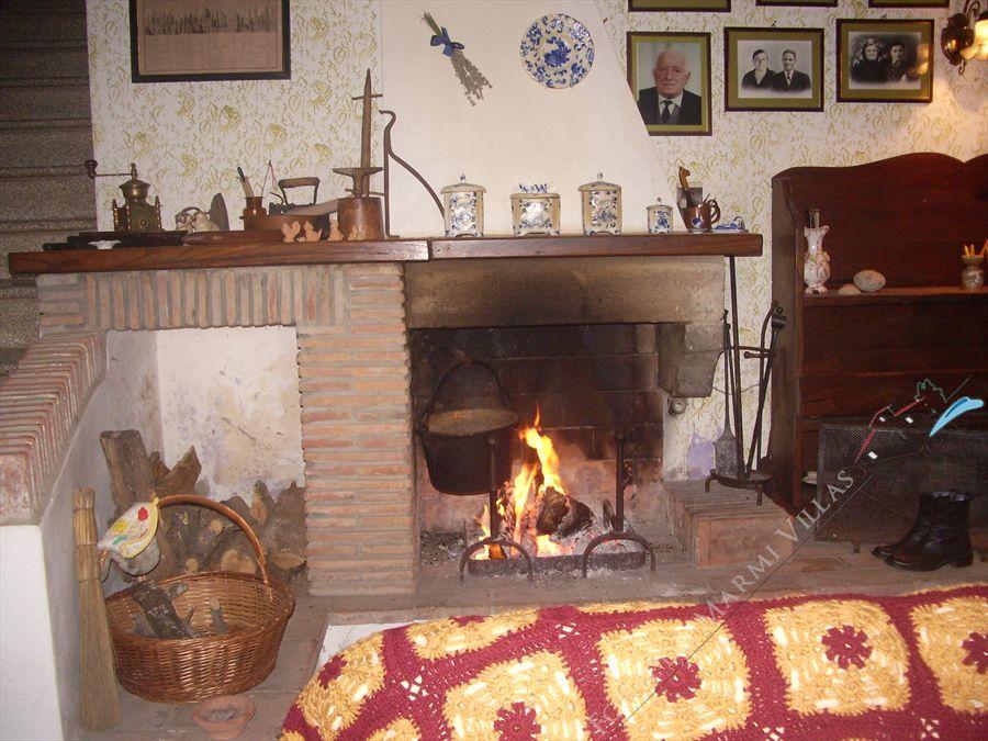 Villa Vigneto Camaiore  : Fireplace