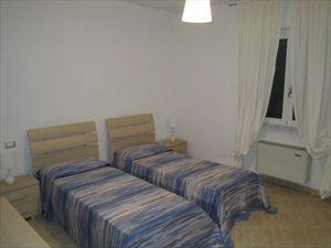 Appartamento    Forte  Sud  : спальня с двумя кроватями
