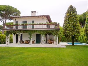 Villa Francesca : detached villa to rent Roma Imperiale Forte dei Marmi