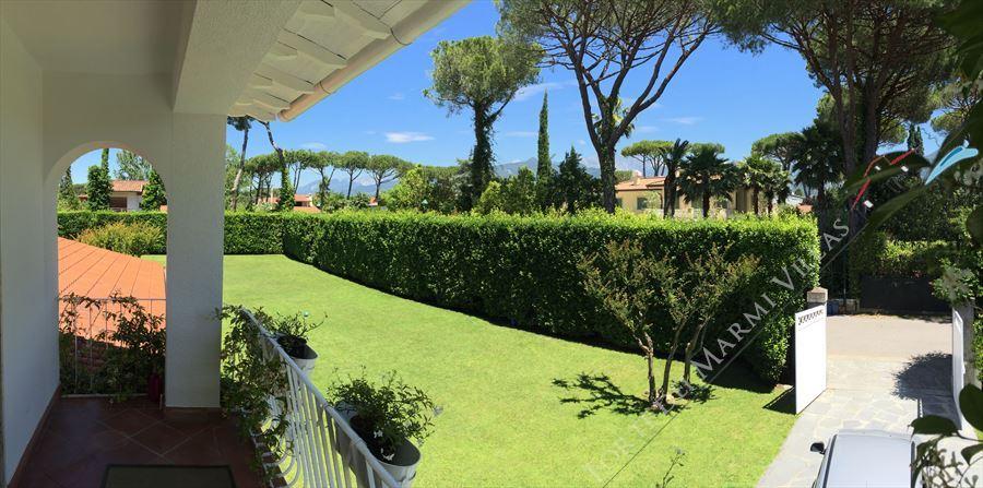 Villa Flora Roma Imperiale : Outside view