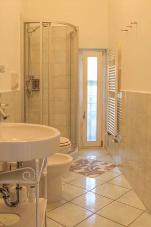 Appartamento Bacco : Bathroom with shower