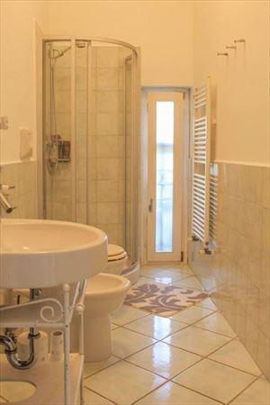 Appartamento Bacco : Bathroom with shower