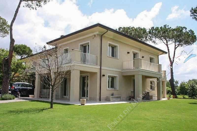 Villa California semi detached villa to rent Forte dei Marmi