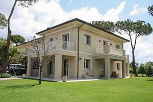 Villa California: Semi detached villa Forte dei Marmi