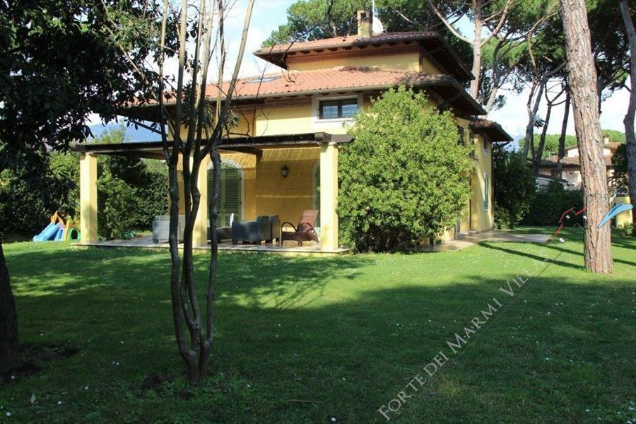 Villa Arcadia detached villa to rent and for sale Forte dei Marmi