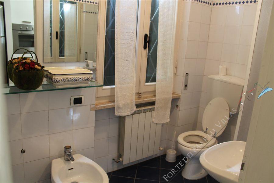 Villa  Ronchi Mare : Bagno con doccia