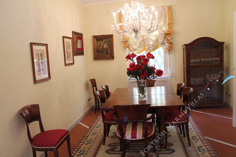 Villa  Ronchi Mare : Inside view