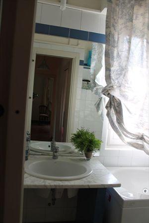 Villa  Ronchi Mare : Ванная комната с ванной