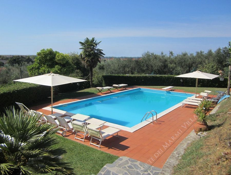 Villa Vittoria Detached villa  to rent  Capezzano Pianore