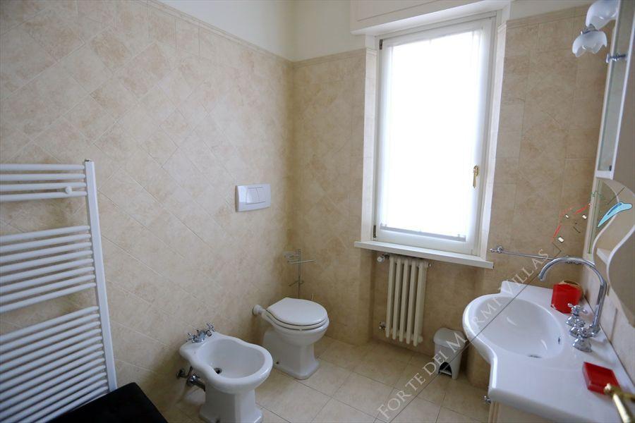 Villa La Pace  : Bathroom with tube