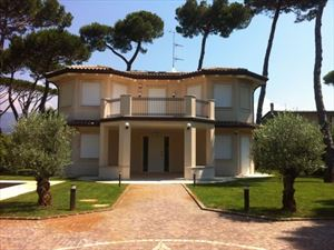 Villa    Carducci  : Outside view